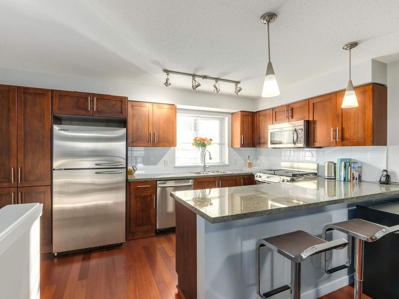 Photo 8: Photos: 119 672 W 6TH AVENUE in Vancouver: Fairview VW Townhouse for sale (Vancouver West)  : MLS®# R2401186