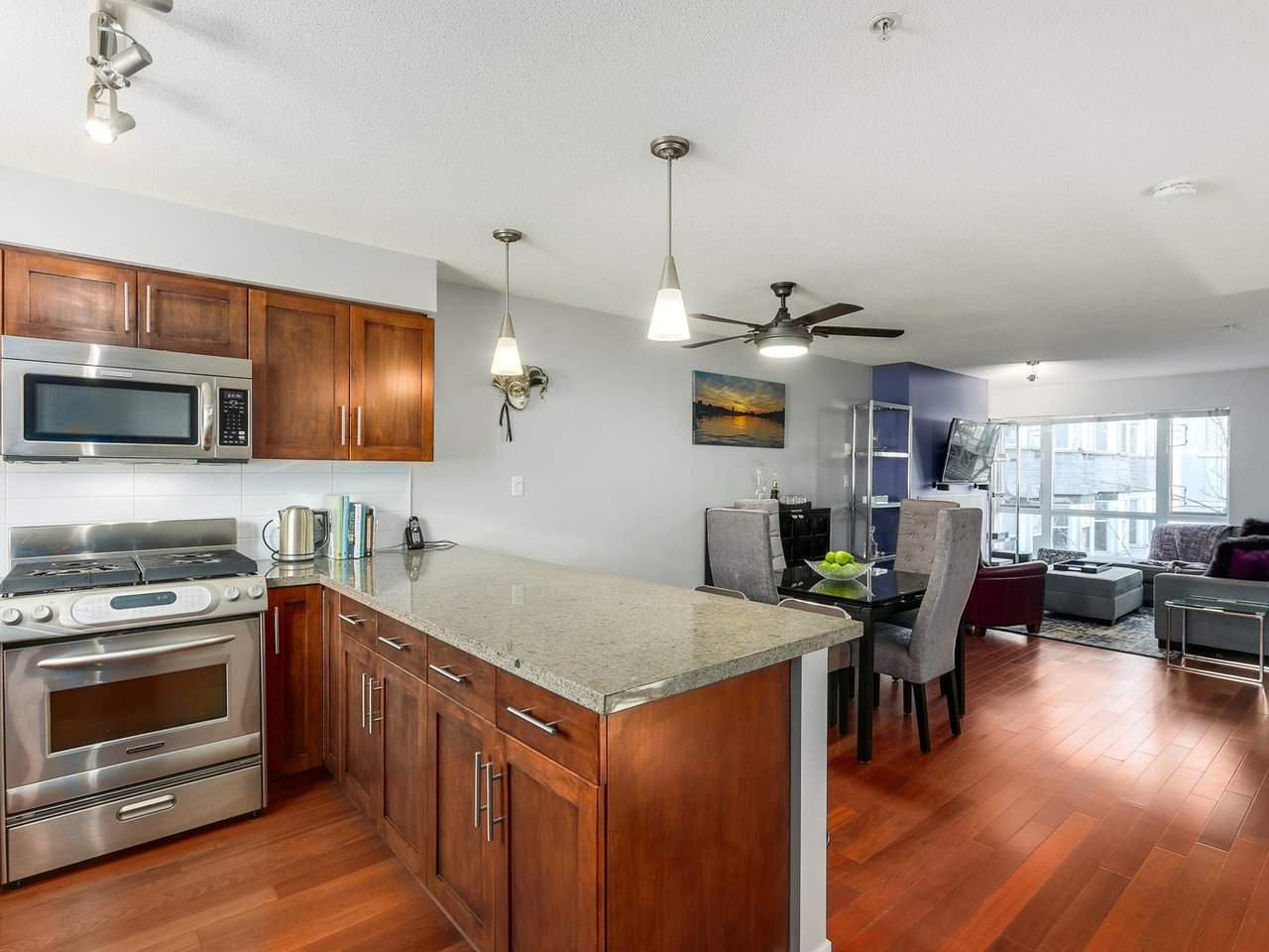 Main Photo: 119 672 W 6TH AVENUE in Vancouver: Fairview VW Townhouse for sale (Vancouver West)  : MLS®# R2401186