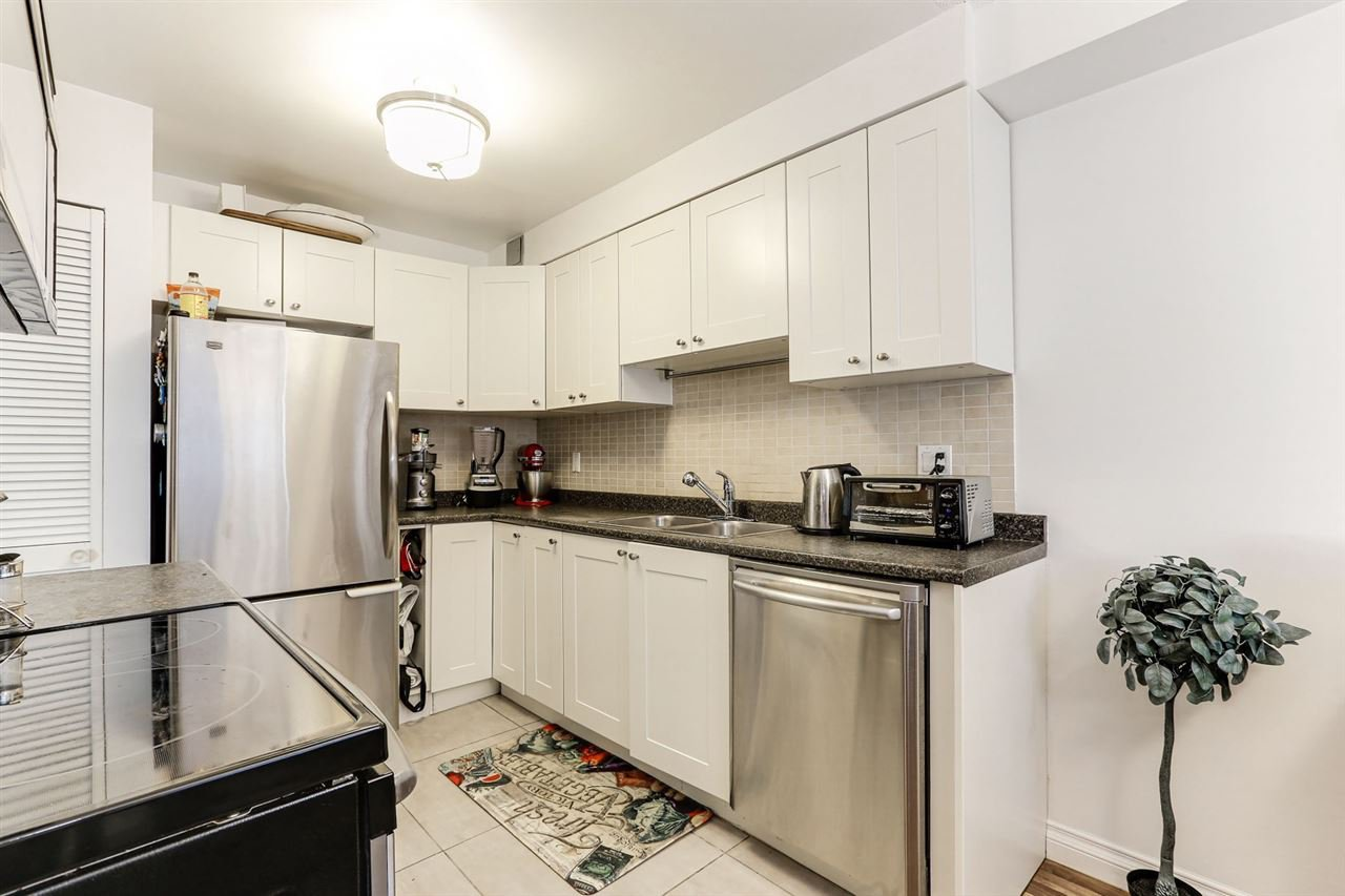 """Photo 10: Photos: 101 515 ELEVENTH Street in New Westminster: Uptown NW Condo for sale in """"MAGNOLIA MANOR"""" : MLS®# R2437136"""