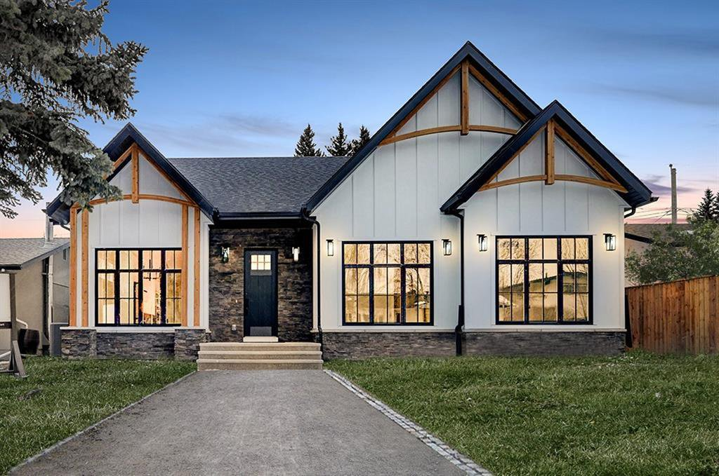 Main Photo: 2627 LIONEL Crescent SW in Calgary: Lakeview Detached for sale : MLS®# C4292541