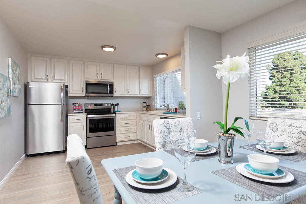 Main Photo: MISSION VALLEY Condo for sale : 3 bedrooms : 6208 Caminito Marcial in San Diego