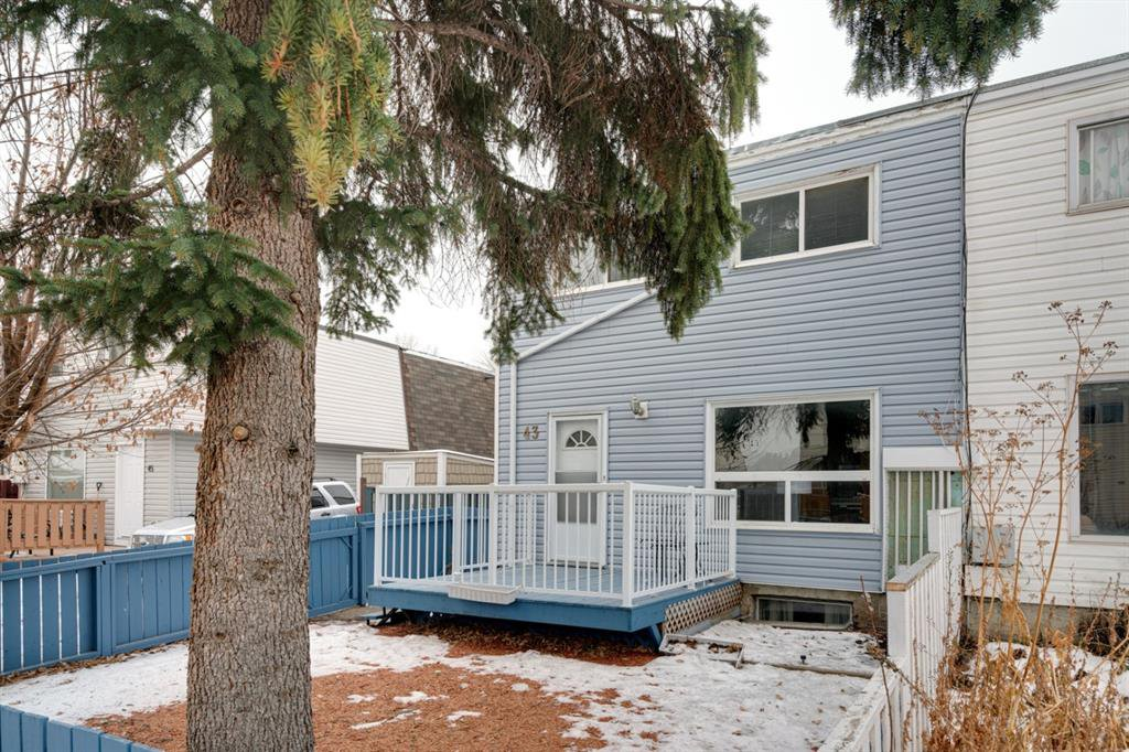 Main Photo: 43 Doverdale Mews SE in Calgary: Dover Row/Townhouse for sale : MLS®# A1052608