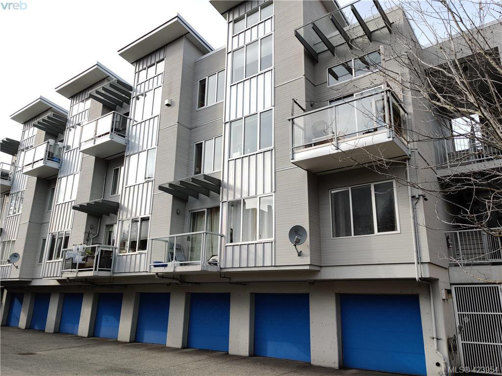 Main Photo: 302 1721 Quadra St in VICTORIA: Vi Central Park Condo Apartment for sale (Victoria)  : MLS®# 837254