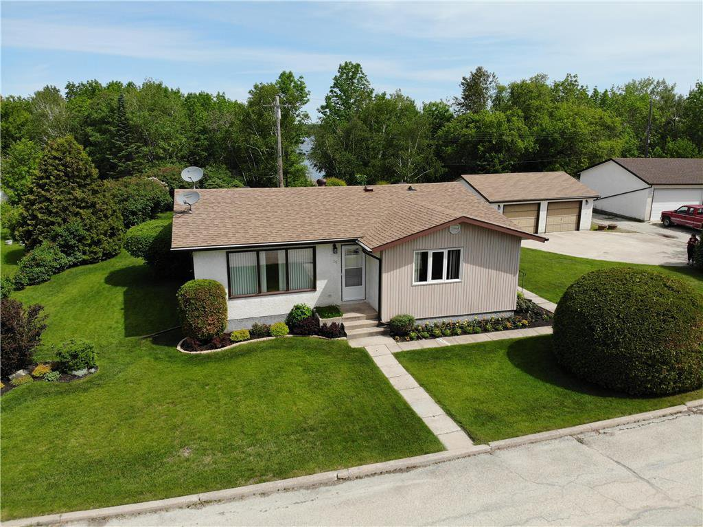 Main Photo: 35 Fergusson Crescent in Great Falls: R28 Residential for sale : MLS®# 202013977