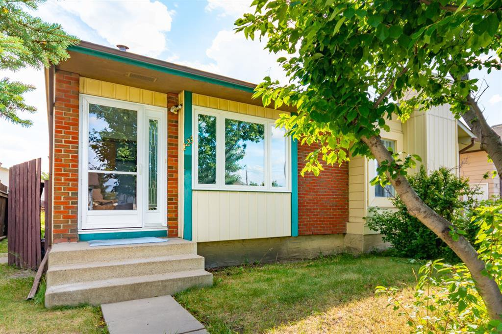 Main Photo: 123 WHITWORTH Way NE in Calgary: Whitehorn Semi Detached for sale : MLS®# A1024408