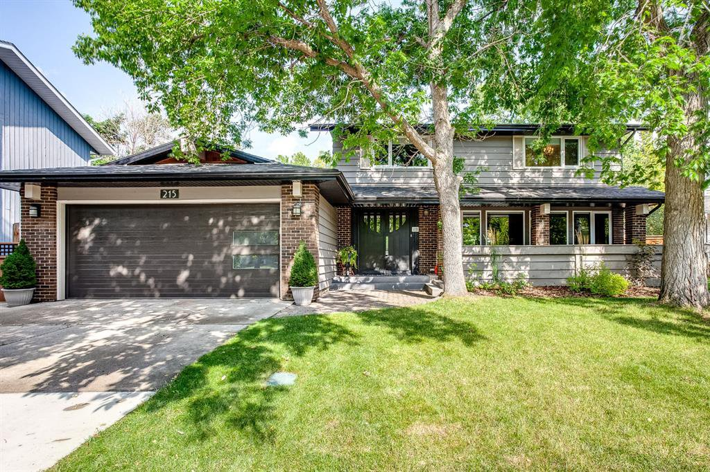 Main Photo: 215 CANOVA Place SW in Calgary: Canyon Meadows Detached for sale : MLS®# C4302357