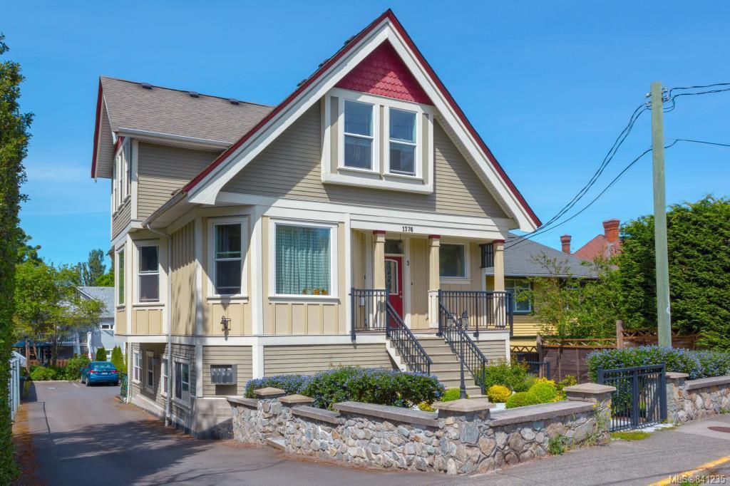Main Photo: 2 1376 Pandora Ave in Victoria: Vi Fernwood Condo for sale : MLS®# 841235