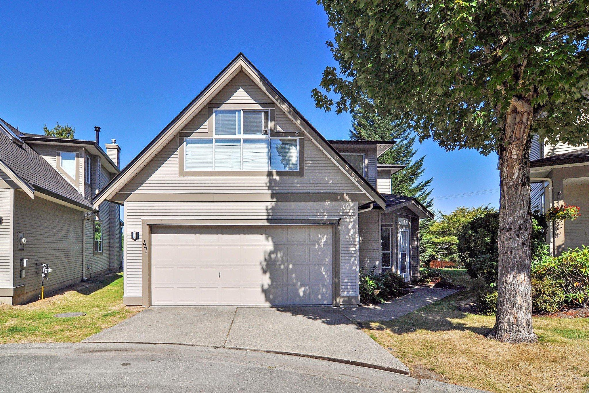 "Main Photo: 47 20881 87 Avenue in Langley: Walnut Grove Townhouse for sale in ""Kew Gardens"" : MLS®# R2491826"