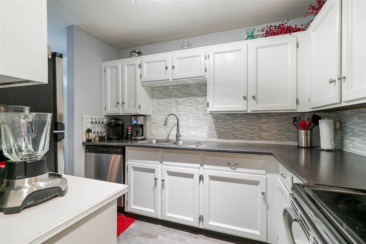 """Photo 3: Photos: 104 707 HAMILTON Street in New Westminster: Uptown NW Condo for sale in """"Casa Diann"""" : MLS®# R2506112"""