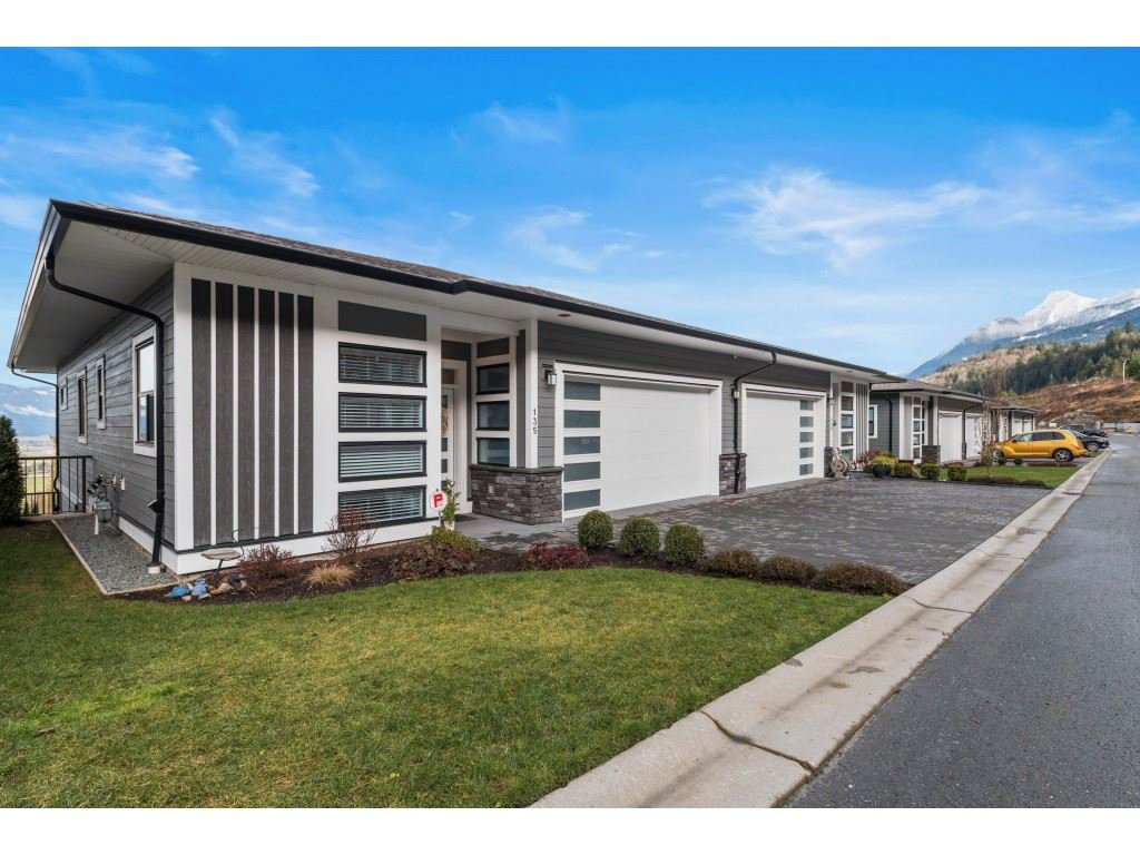 """Main Photo: 135 51096 FALLS Court in Chilliwack: Eastern Hillsides Townhouse for sale in """"VISTA GREEN @ THE FALLS"""" : MLS®# R2527131"""