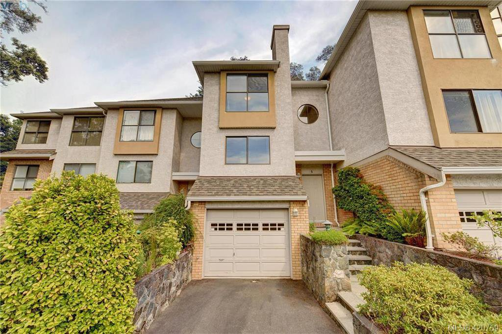 Main Photo: 5 1404 McKenzie Ave in VICTORIA: SE Mt Doug Row/Townhouse for sale (Saanich East)  : MLS®# 832740