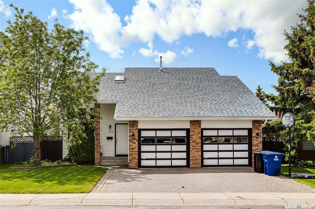 Main Photo: 318 BENTHAM Crescent in Saskatoon: Erindale Residential for sale : MLS®# SK811182
