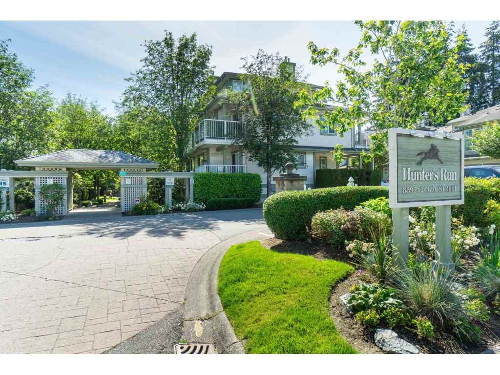 """Photo 2: Photos: 76 8892 208 Street in Langley: Walnut Grove Townhouse for sale in """"Hunter's Run"""" : MLS®# R2466617"""