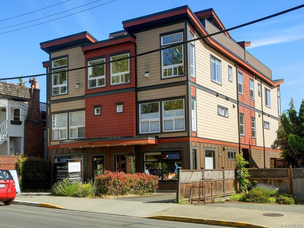 Main Photo: 3 1827 Fairfield Rd in Victoria: Vi Fairfield East Row/Townhouse for sale : MLS®# 842398