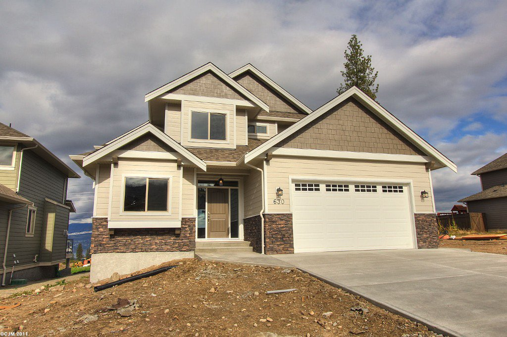 Main Photo: 630 Lefevere Avenue in Kelowna: Upper Mission Residential Detached for sale : MLS®# 10032138