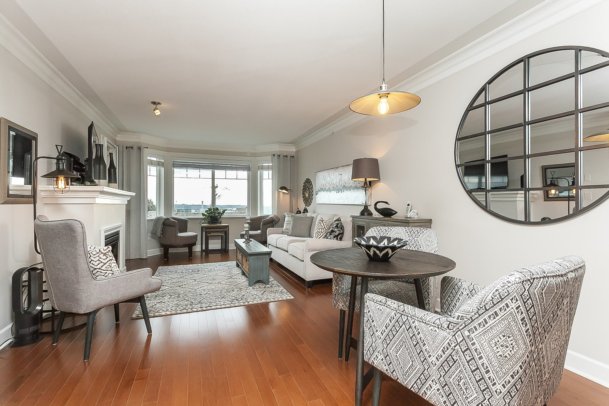 "Main Photo: PH9 15357 ROPER Avenue: White Rock Condo for sale in ""REGENCY COURT"" (South Surrey White Rock)  : MLS®# R2425808"