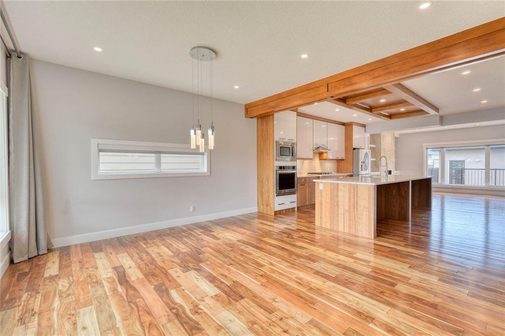 Photo 3: Photos: 911 42 Street SW in Calgary: Rosscarrock Semi Detached for sale : MLS®# C4305671