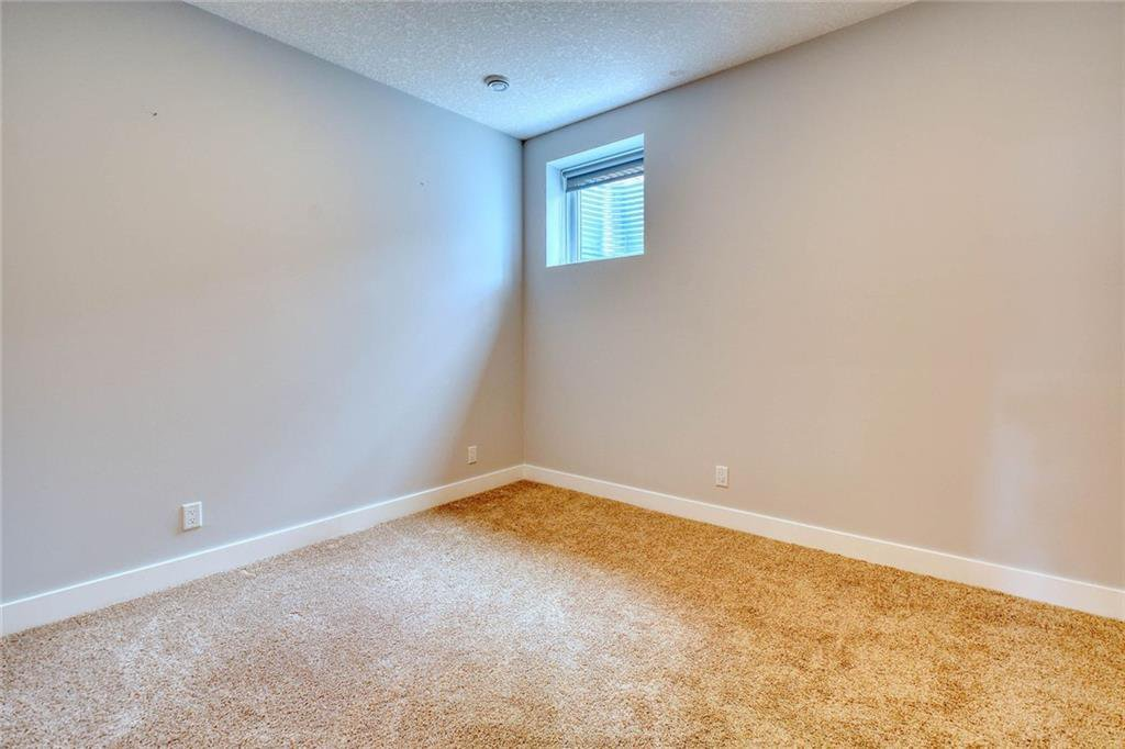 Photo 42: Photos: 911 42 Street SW in Calgary: Rosscarrock Semi Detached for sale : MLS®# C4305671