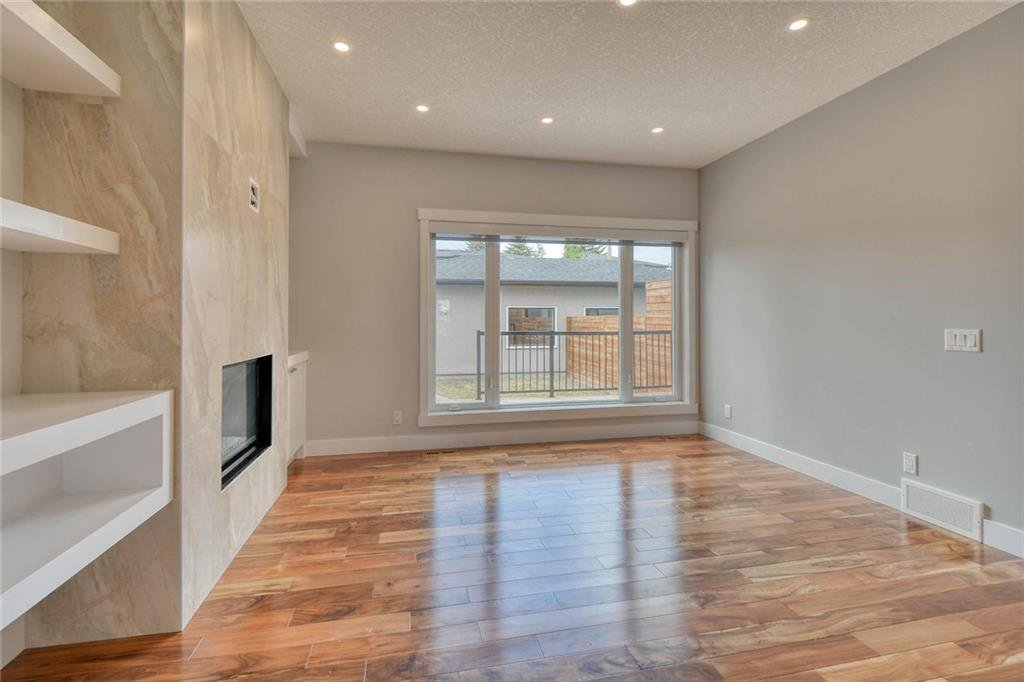 Photo 13: Photos: 911 42 Street SW in Calgary: Rosscarrock Semi Detached for sale : MLS®# C4305671