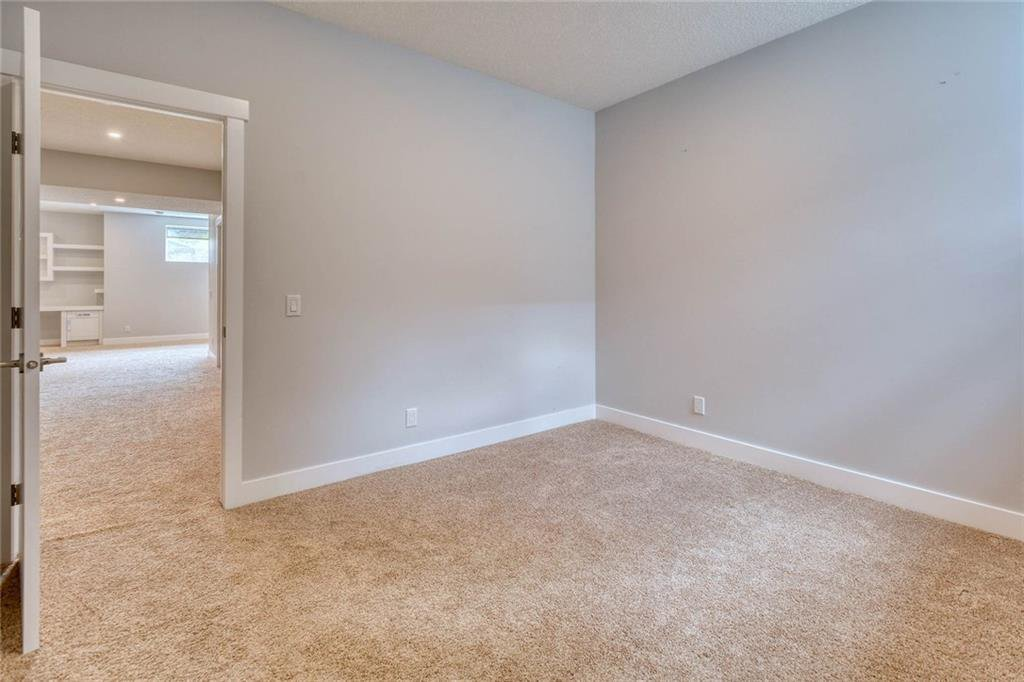 Photo 43: Photos: 911 42 Street SW in Calgary: Rosscarrock Semi Detached for sale : MLS®# C4305671
