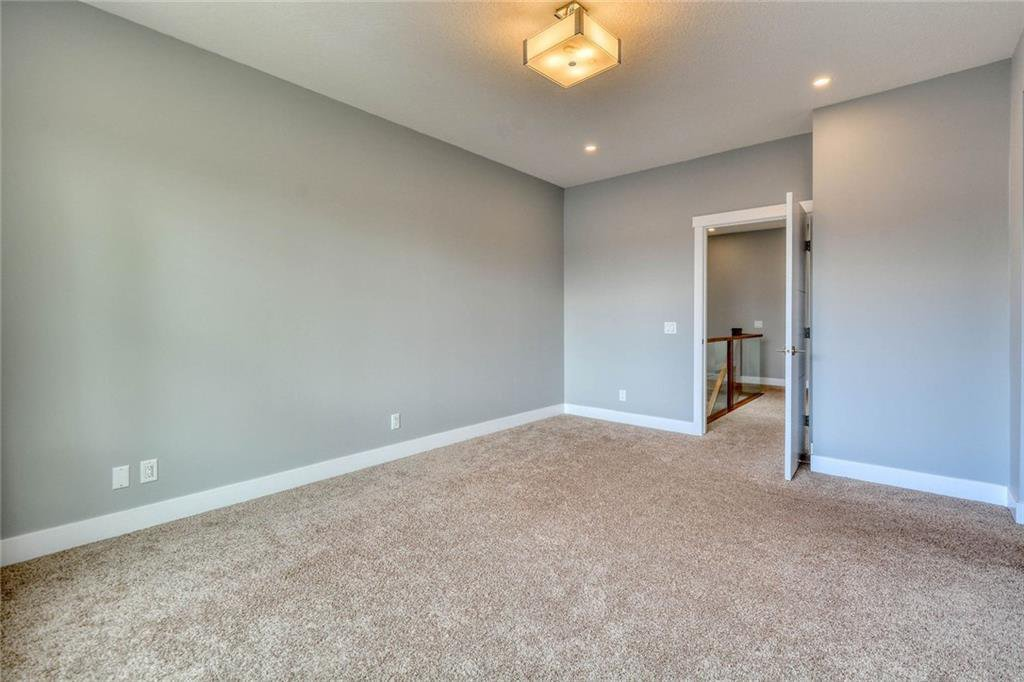 Photo 23: Photos: 911 42 Street SW in Calgary: Rosscarrock Semi Detached for sale : MLS®# C4305671