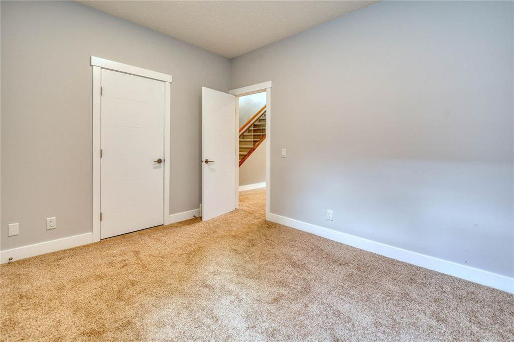 Photo 44: Photos: 911 42 Street SW in Calgary: Rosscarrock Semi Detached for sale : MLS®# C4305671