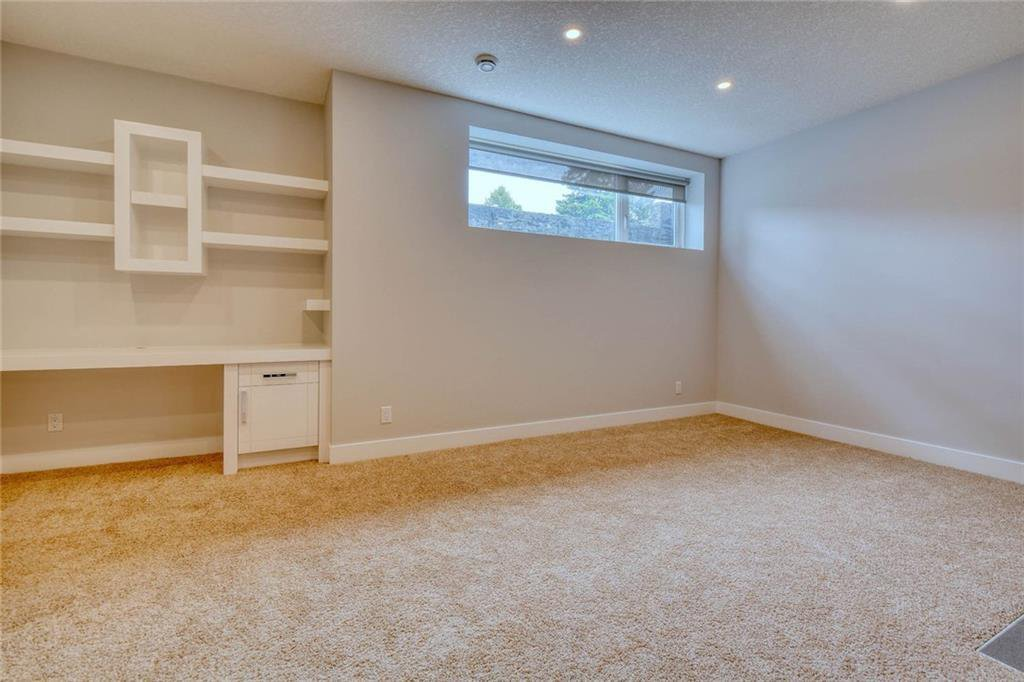 Photo 37: Photos: 911 42 Street SW in Calgary: Rosscarrock Semi Detached for sale : MLS®# C4305671