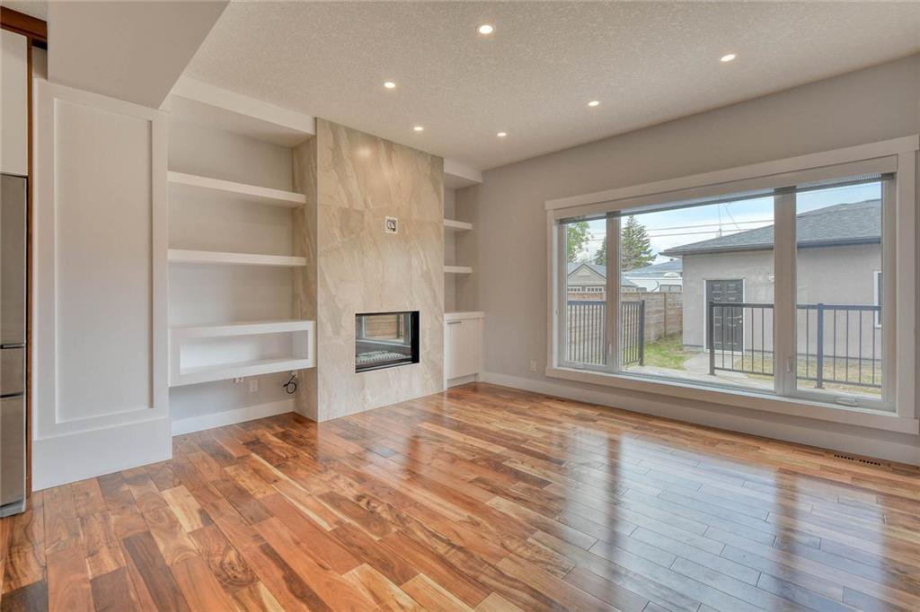 Photo 14: Photos: 911 42 Street SW in Calgary: Rosscarrock Semi Detached for sale : MLS®# C4305671