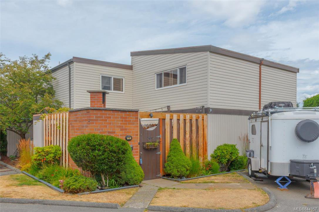 Main Photo: 118 984 Dunford Ave in Langford: La Langford Proper Row/Townhouse for sale : MLS®# 844957