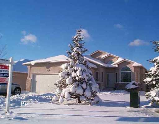 Main Photo: 39 BRIDGEWAY Crescent in Winnipeg: Windsor Park / Southdale / Island Lakes Single Family Detached for sale (South East Winnipeg)  : MLS®# 2518109