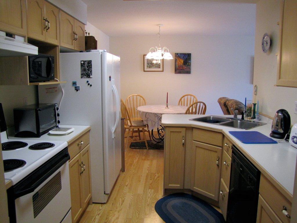 Photo 3: Photos: 106 - 202 EDMONTON AVENUE in PENTICTON: Residential Attached for sale : MLS®# 135625