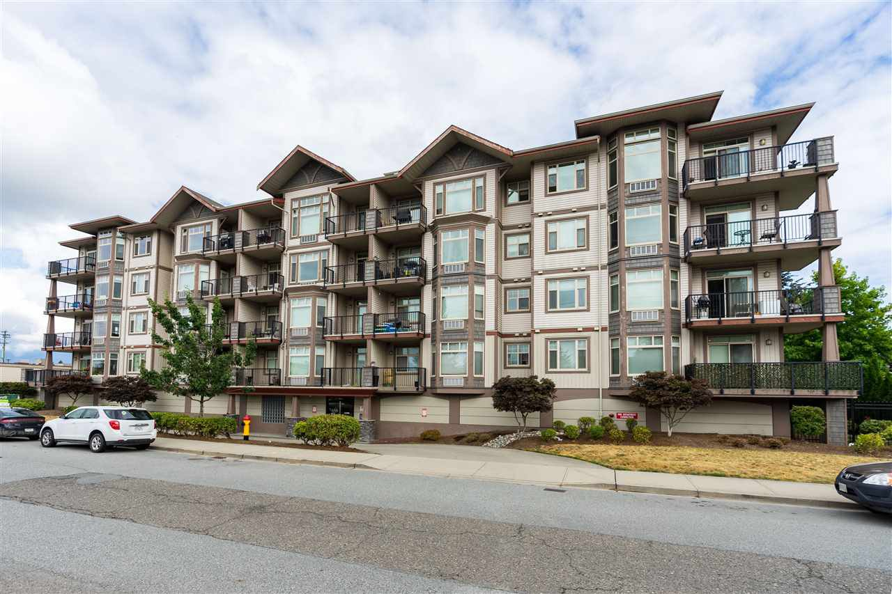 Main Photo: 407 46021 SECOND Avenue in Chilliwack: Chilliwack E Young-Yale Condo for sale : MLS®# R2396456