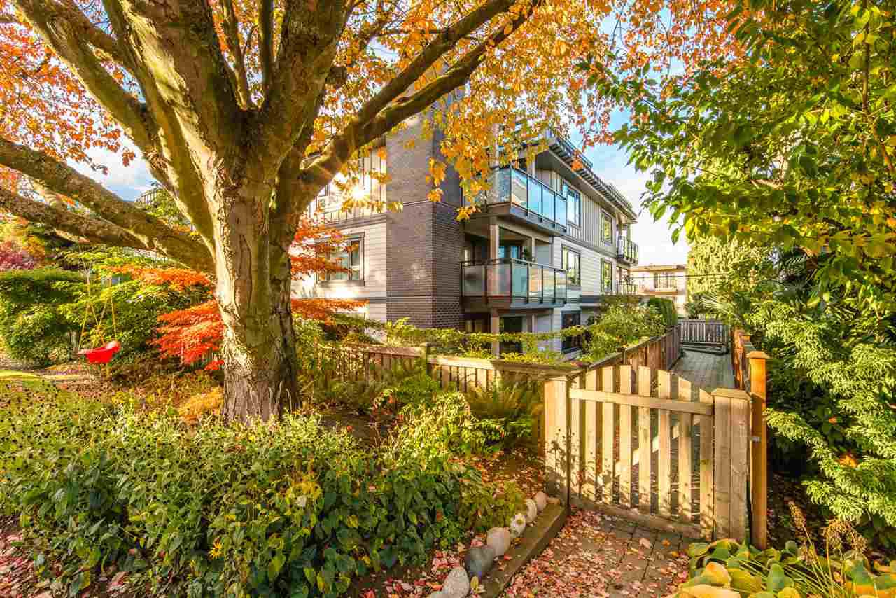 """Main Photo: 105 1750 MAPLE Street in Vancouver: Kitsilano Condo for sale in """"MAPLEWOOD PLACE"""" (Vancouver West)  : MLS®# R2416192"""