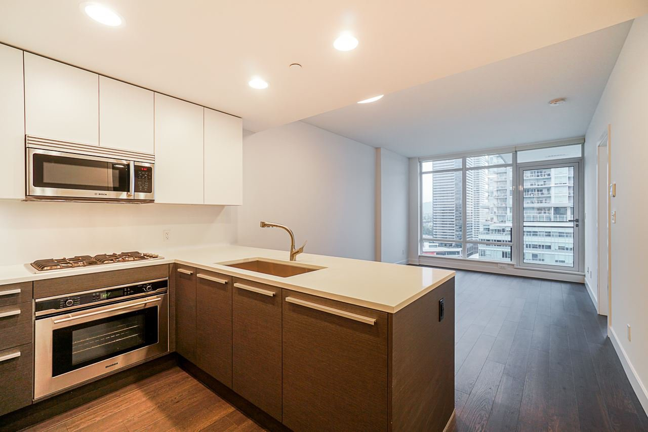 """Main Photo: 2106 2008 ROSSER Avenue in Burnaby: Brentwood Park Condo for sale in """"SOLO"""" (Burnaby North)  : MLS®# R2527577"""