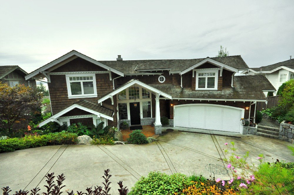 Main Photo: 2340 Orchard Lane in West Vancouver: Queens House for sale