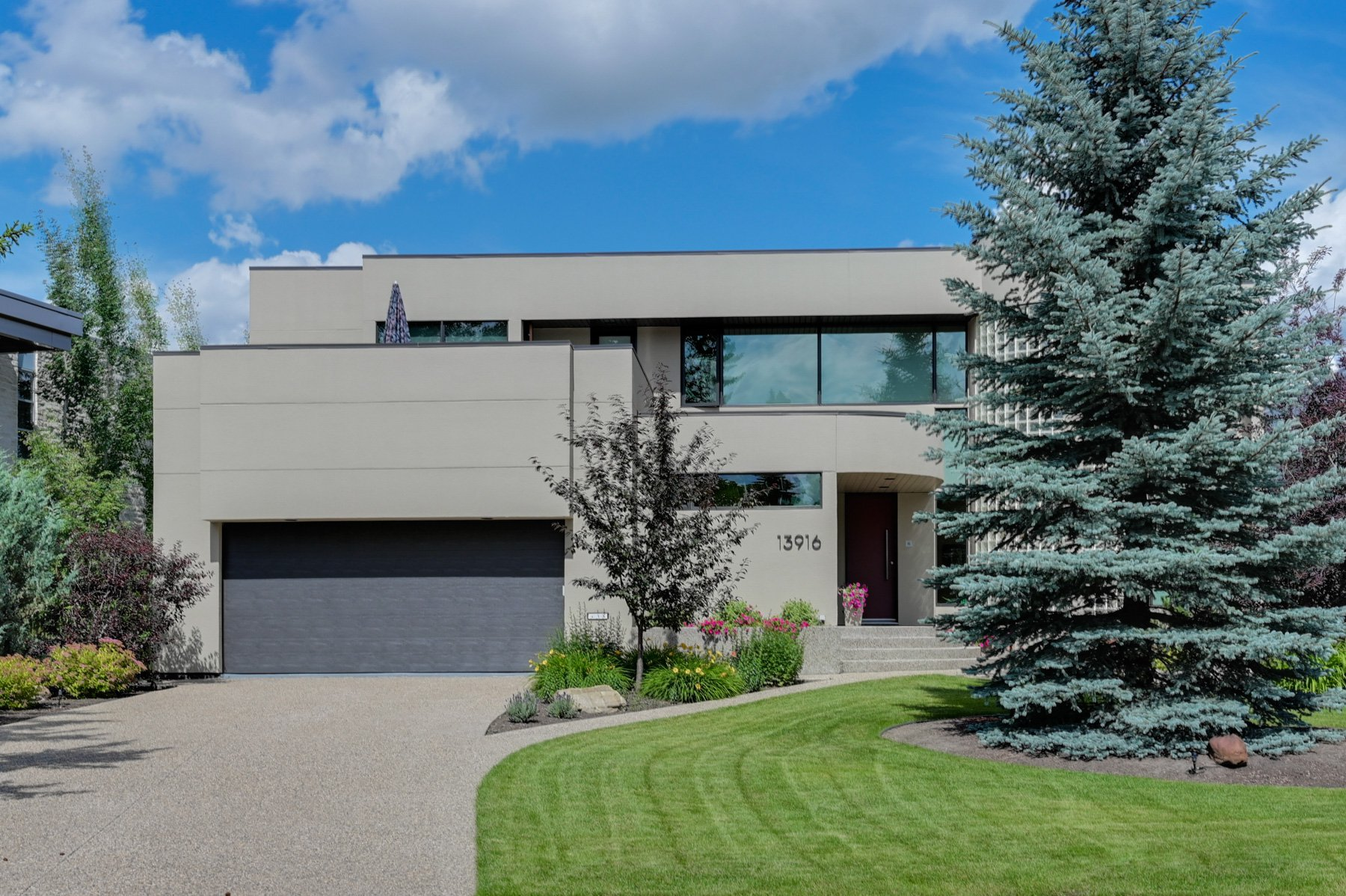 Main Photo: 13916 Valleyview Drive: Edmonton House for sale