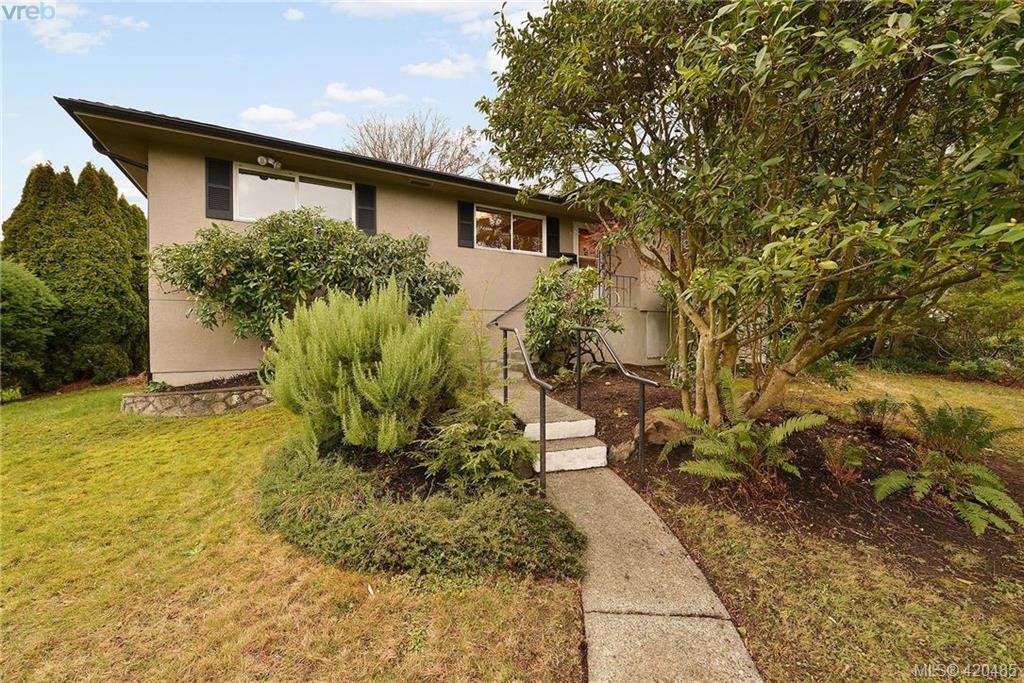 Main Photo: 1961 Casa Marcia Cres in VICTORIA: SE Gordon Head House for sale (Saanich East)  : MLS®# 832194