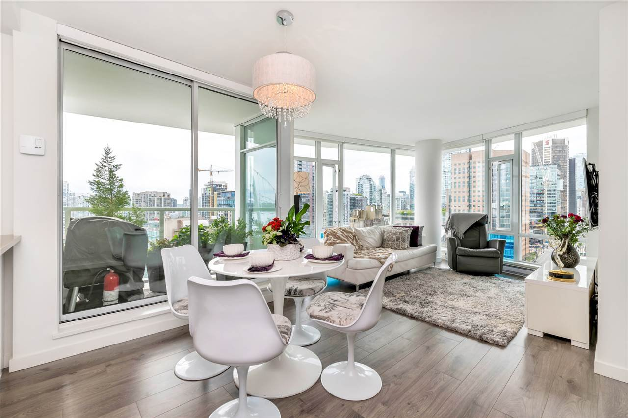 "Main Photo: 2208 161 W GEORGIA Street in Vancouver: Downtown VW Condo for sale in ""COSMO"" (Vancouver West)  : MLS®# R2461704"