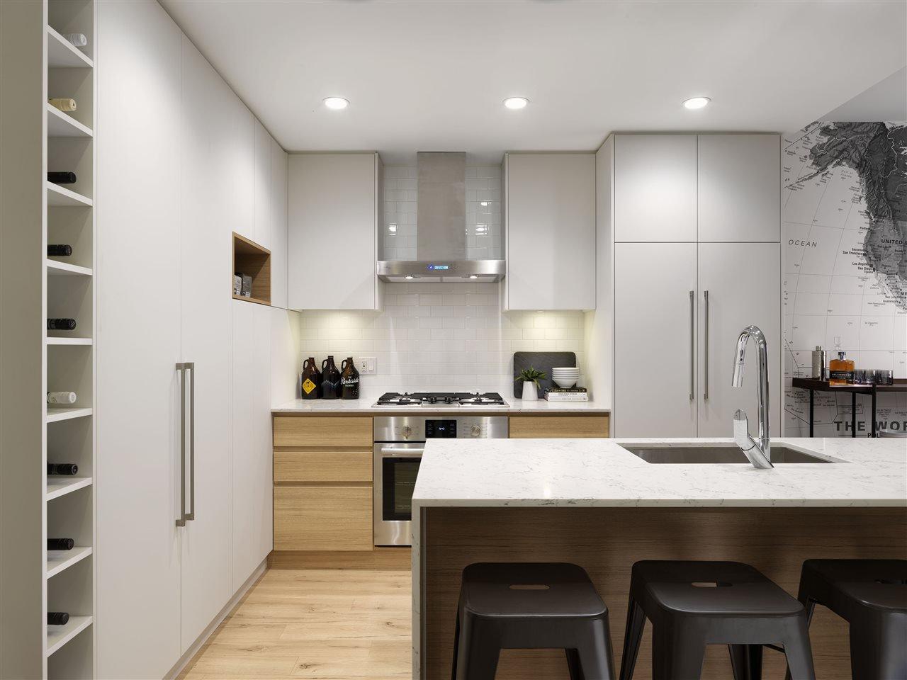 Main Photo: 607 50 ELECTRONIC AVENUE in : Port Moody Centre Condo for sale : MLS®# R2394157