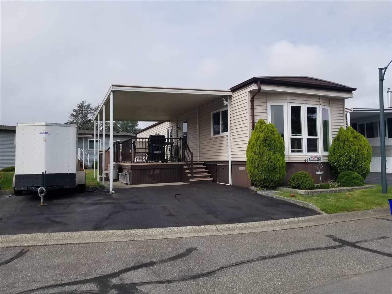 "Main Photo: 41 2120 KING GEORGE Boulevard in Surrey: King George Corridor Manufactured Home for sale in ""Five oaks"" (South Surrey White Rock)  : MLS®# R2407054"