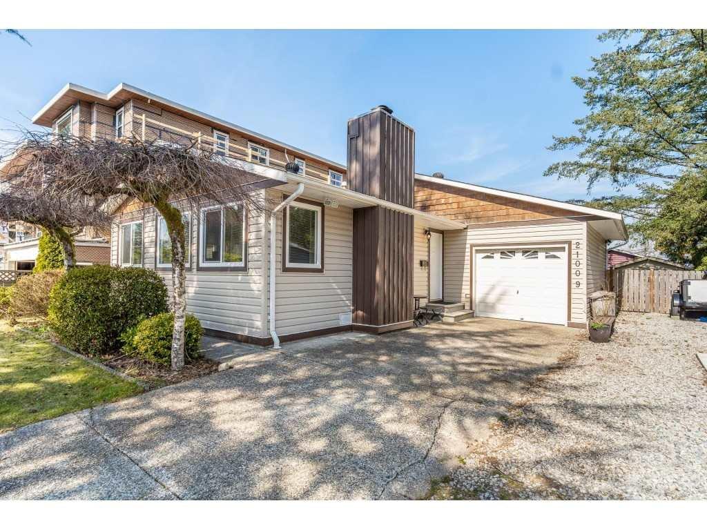 Main Photo: 21009 STONEHOUSE Avenue in Maple Ridge: Northwest Maple Ridge House for sale : MLS®# R2447012