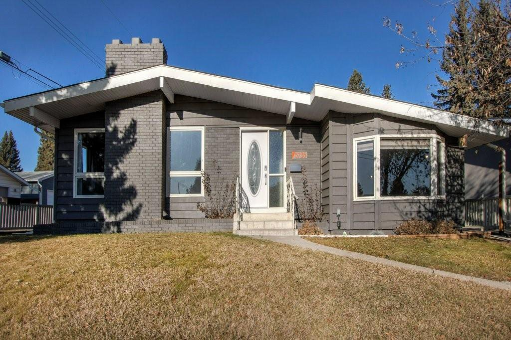 Main Photo: 5735 LADBROOKE DR SW in Calgary: Lakeview House for sale : MLS®# C4273443