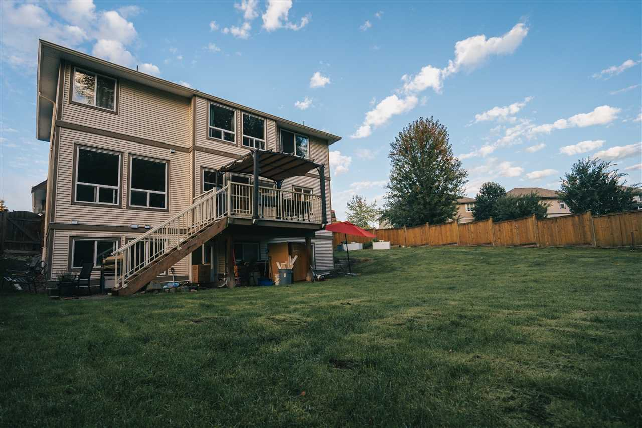 """Photo 3: Photos: 4261 TOM THOMSON Court in Abbotsford: Abbotsford East House for sale in """"Auguston"""" : MLS®# R2506755"""