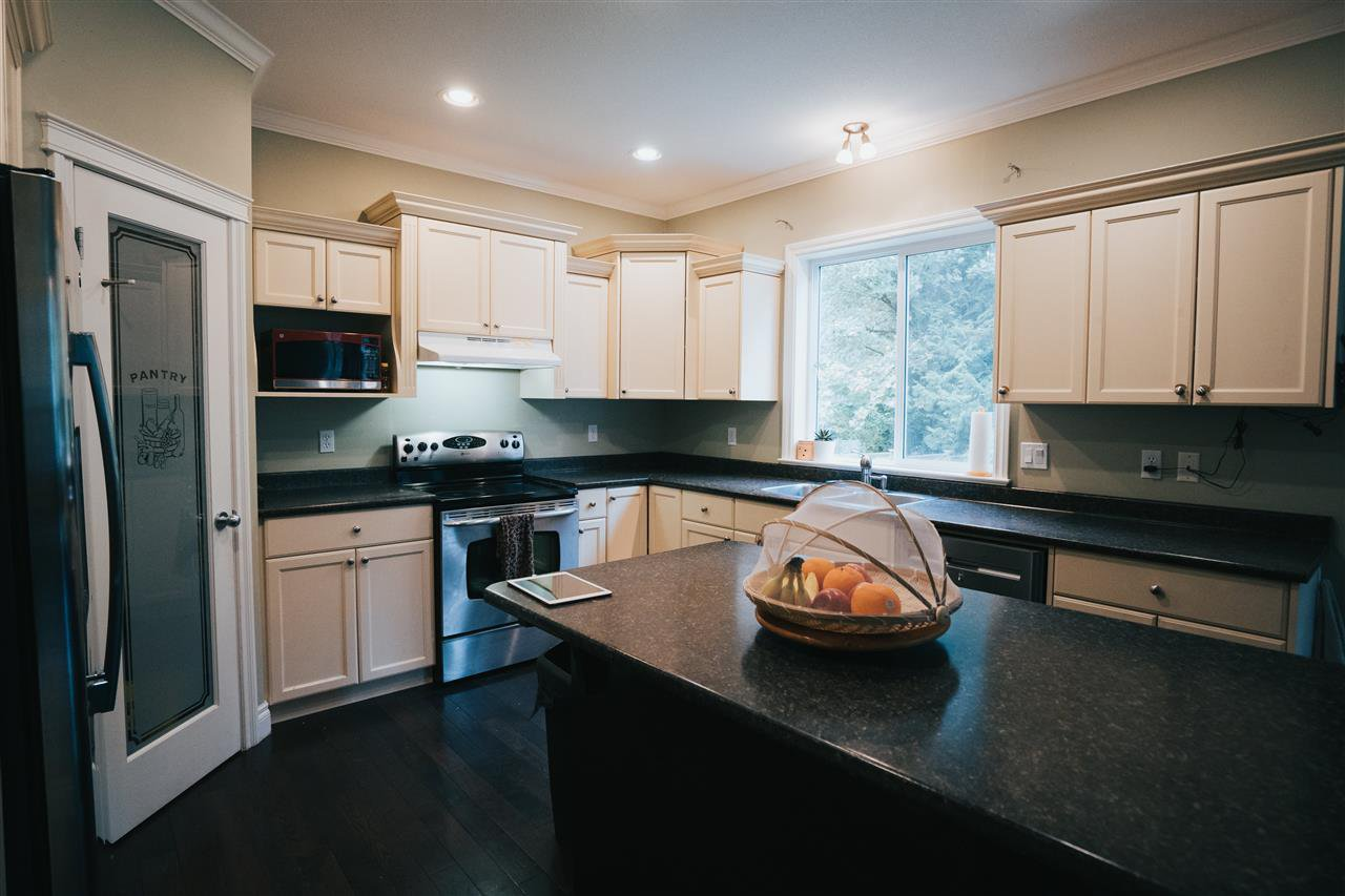 """Photo 7: Photos: 4261 TOM THOMSON Court in Abbotsford: Abbotsford East House for sale in """"Auguston"""" : MLS®# R2506755"""