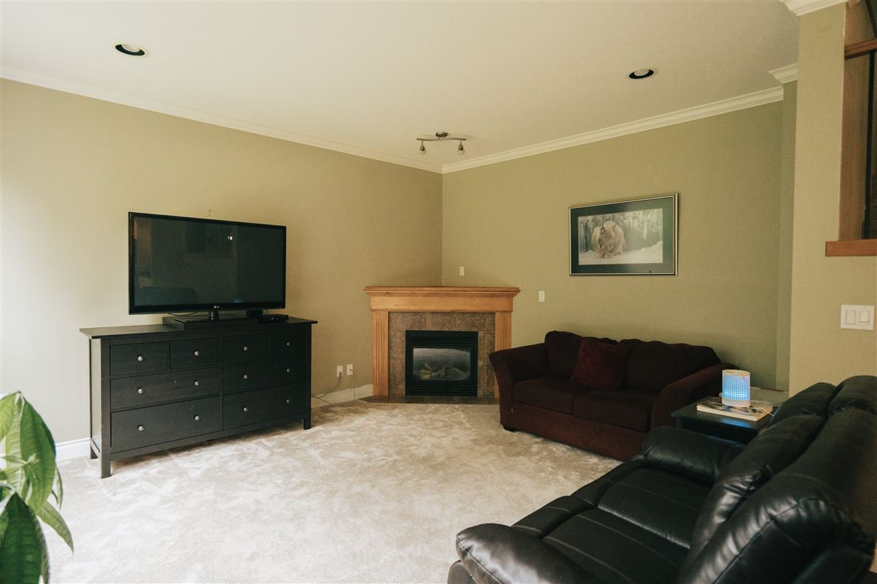 """Photo 9: Photos: 4261 TOM THOMSON Court in Abbotsford: Abbotsford East House for sale in """"Auguston"""" : MLS®# R2506755"""