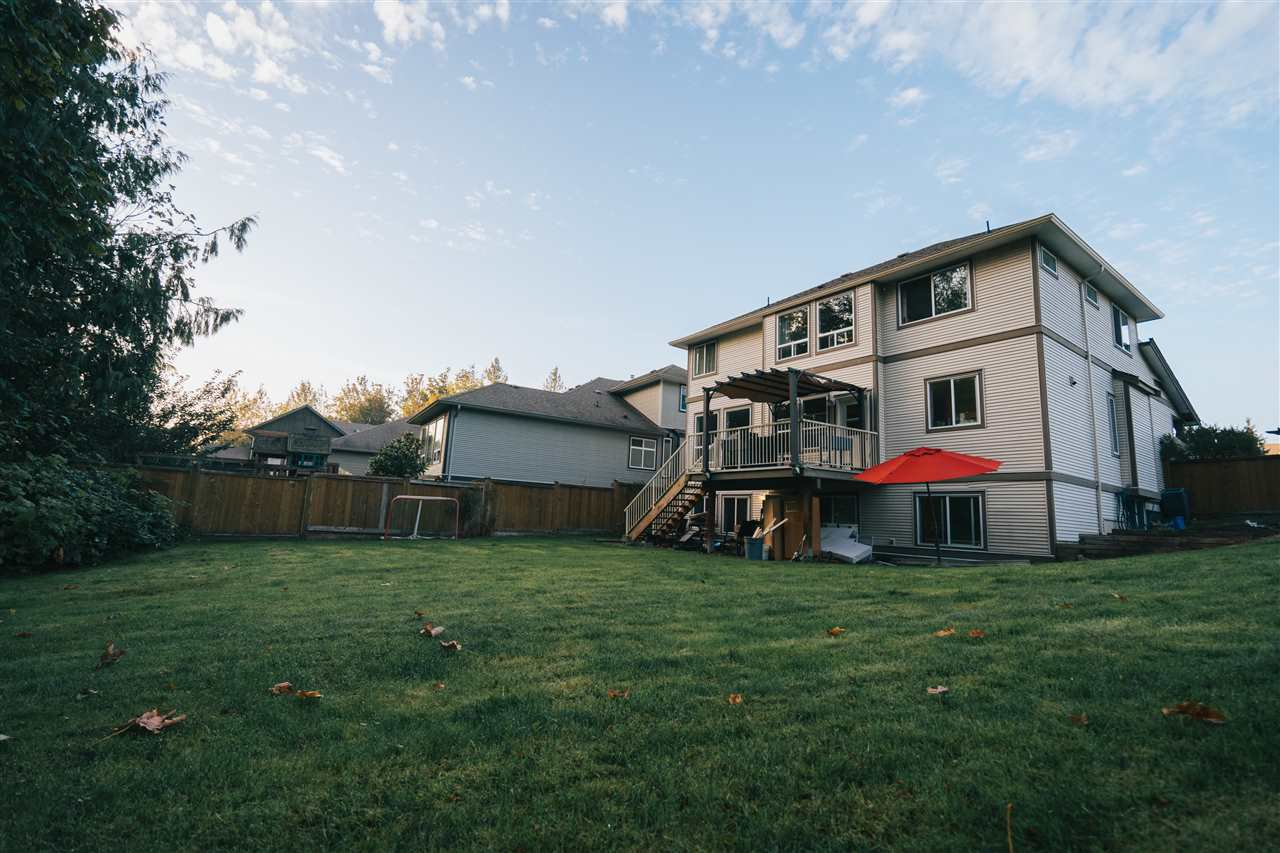 """Photo 4: Photos: 4261 TOM THOMSON Court in Abbotsford: Abbotsford East House for sale in """"Auguston"""" : MLS®# R2506755"""