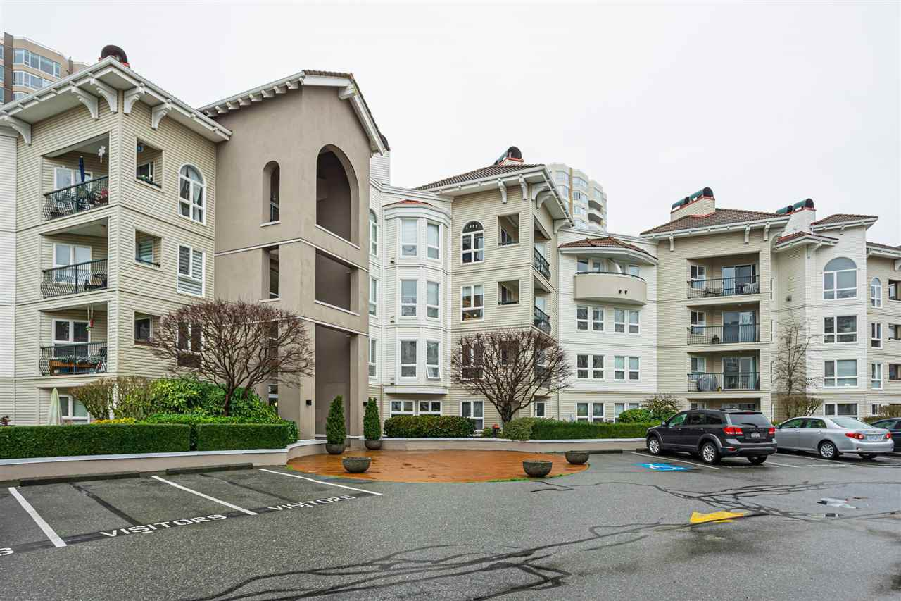 Main Photo: 212 3172 GLADWIN Road in Abbotsford: Central Abbotsford Condo for sale : MLS®# R2527856
