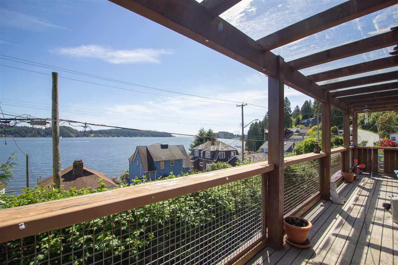 Main Photo: 811 MARINE Drive in Gibsons: Gibsons & Area House for sale (Sunshine Coast)  : MLS®# R2456433