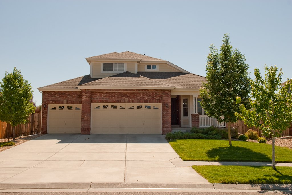 Main Photo: 20030 East Doane Drive in Aurora: Residential Detached for sale : MLS®# 926774