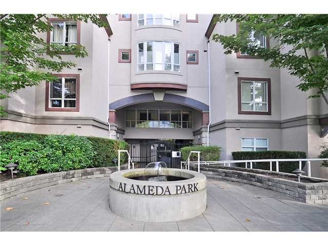 Main Photo: 402 3235 West 4th Avenue in Vancouver: Kitsilano Condo for sale (Vancouver West)  : MLS®# v916330